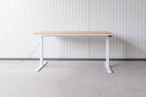 N51E12 Pure Design Schreibtisch aus Massivholz Eiche und Stahl, elektrisch höhenverstellbar, Loft Tisch, Stahlgestell, Metallrahmen, Designtisch, Loft, Bauhaus, Design, 140x80