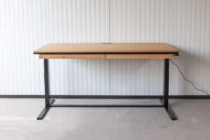 N51E12 Smart elektrisch höhenverstellbarer Schreibtisch aus Massivholz Eiche und Stahl, Stahlrahmen, Stahlgestell, Metall, Metallrahmen, Office, Schreibtisch, Bürotisch, Lofttisch, Loft, 180x90, RAL 9005 Tiefschwarz