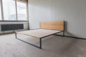 N51E12 B18 Designbett, minimalistisches Bett, Loftbett, Stahlrahmen, Stahlbett, Bettgestell, Metallbett, Bauhausdesign, Loft style 200x200, Eiche, Designbett