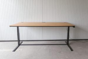 N51E12 Smart Design Schreibtisch aus Massivholz Eiche und Stahl, elektrisch höhenverstellbar, Loft Tisch, Stahlgestell, Metallrahmen, Designtisch, Loft, Bauhaus, Design, 140x80